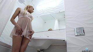 Smoking hot teen Kristen Clover is masturbating in the bathtub
