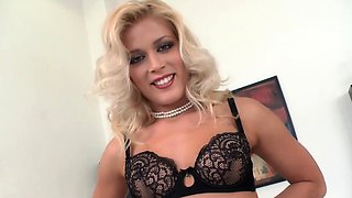 Sexy and beautiful housewife gets fucked by a lucky dude in