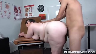 Plump Brunette Likes To Have Wild Sex With Her Doctor, Every Time She Visits Him