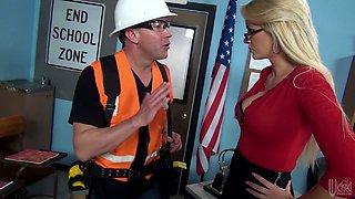 Blonde mature in glasses Gigi Allens fucks a hot builder