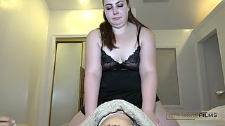 Thick Masseuse Gives Surprise Happy Ending