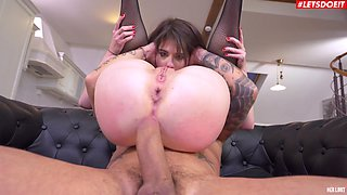 Nothing is as good for Sara Bell as getting her butt pounded