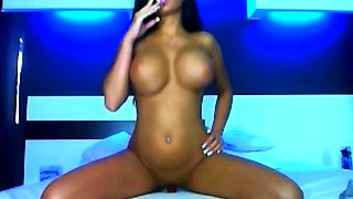 Bodacious brunette brings herself to orgasm on the webcam