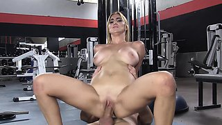 ChicasLoca - Spanish babe gets her pussy ravished at the gym