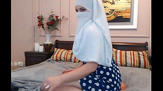 Teaser: niqaab bubble-butt