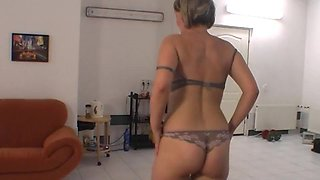 Energic lapdance by chubby czech chick
