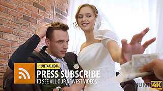 HUNT4K In empty gym hunter pays greedy cuckold cash and impales his GF