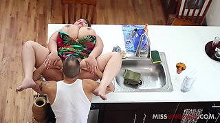 MissLingLing – Help Me In The Kitchen