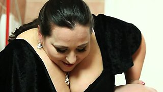 Face queening video with gorgeous BBW mistress