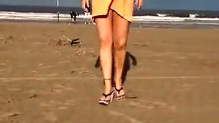 My wife exposes her vagina on the beach