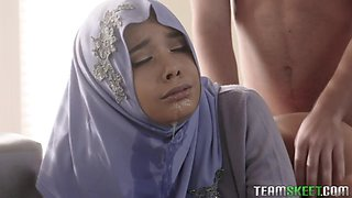 Bootyful Muslim babe is loosing her anal virginity with big stebrother
