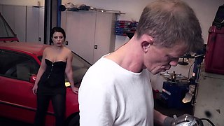 BUMS BUERO - Kami Katzerl fucked by car repairman and boss